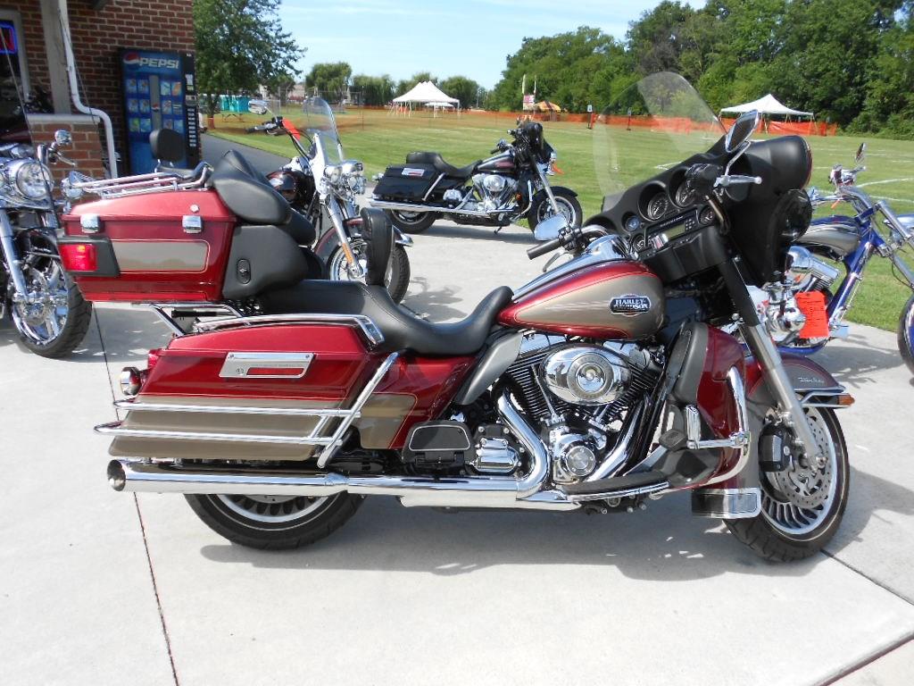 2009 Harley-Davidson® FLHTCU Electra Glide