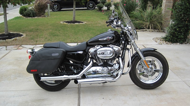 Harley Davidson: 2011 Harley-Davidson® XL1200C Sportster® 1200 Custom