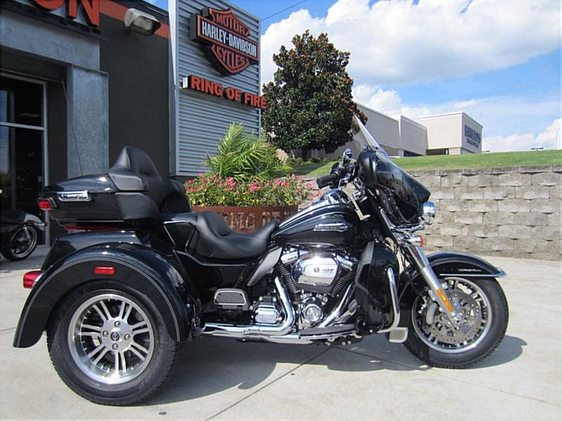 2017 Harley Davidson Tri Glide Ultra: 2017 Harley-Davidson® FLHTCUTG Tri Glide® Ultra, Madison